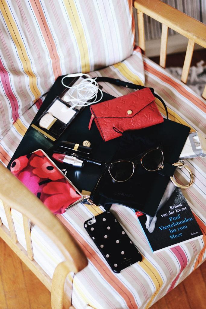 whats_in_my_bag_chloe_faye